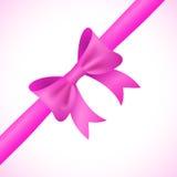 Groot glanzend roze boog en lint op witte achtergrond Royalty-vrije Stock Afbeeldingen