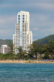 Groot high-rise hotel. Thailand, Phuket, Patong. Royalty-vrije Stock Afbeeldingen