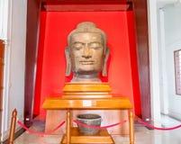 Groot hoofdstuk van het standbeeld van Boedha in oud historisch nationaal m royalty-vrije stock afbeelding