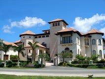 Groot huis op Grote Kaaiman Royalty-vrije Stock Afbeeldingen
