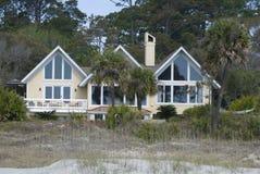 Groot huis op strand Royalty-vrije Stock Afbeeldingen