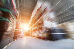 Groot industrieel pakhuis Stock Afbeeldingen