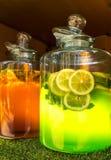 Groot kan van limonade royalty-vrije stock foto's