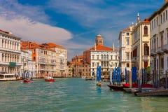 Groot kanaal in de zomer zonnige dag, Venetië, Italië Stock Afbeelding
