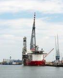 Groot kraanschip in de haven van Rotterdam Stock Afbeelding