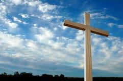 Groot Kruis over hemel met wolken Royalty-vrije Stock Foto