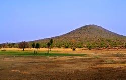Groot landschap met mooie bergmening Stock Foto