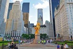Groot Legerplein met gouden standbeeld van William Tecumseh Sherman in de Stad van New York Royalty-vrije Stock Afbeelding