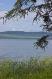 Groot meer in Siberië stock foto's