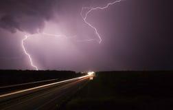 Groot onweer met weg Royalty-vrije Stock Foto's