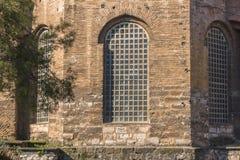 Groot oud venster in de oude bouw Gotisch stijlmuur en venster royalty-vrije stock foto's
