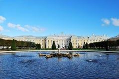 Groot Paleis Peterhof stock foto
