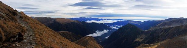 Groot panorama van boven de bergen Royalty-vrije Stock Foto