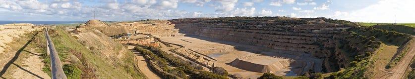 Groot panorama van een dagbouwmijn Stock Fotografie
