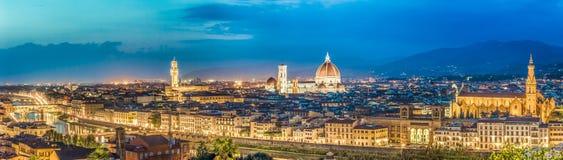 Groot panorama van Florence bij nacht in Italië royalty-vrije stock foto's