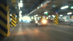 Groot parkeerterrein, het parkeerterrein van autobladeren stock footage