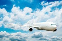 Groot passagiersvliegtuig Stock Afbeeldingen