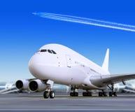 Groot passagiersvliegtuig in luchthaven Royalty-vrije Stock Afbeelding