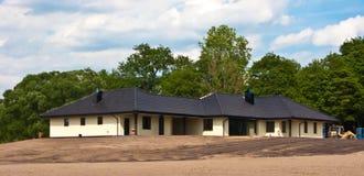 Groot privé onroerende goederen huis in aanbouw Stock Foto's