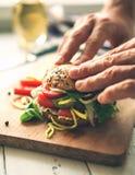 Groot sandwich dicht omhooggaand beeld Stock Fotografie