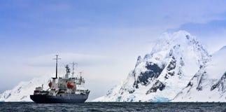 Groot schip in Antarctica Royalty-vrije Stock Foto