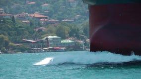Groot schip en de stad stock footage