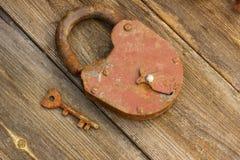 groot slot en antieke sleutel Stock Afbeelding
