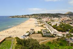 Groot strand en mooie overzees Royalty-vrije Stock Foto