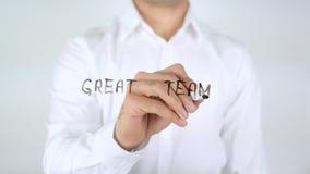 Groot Team, Zakenman Writing op Glas stock foto
