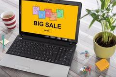 Groot verkoopconcept op laptop royalty-vrije stock foto's