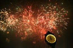 Groot Vuurwerk bij Nieuwjaarpartij Royalty-vrije Stock Afbeelding