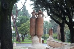 Groot Waterkruikbeeldhouwwerk in een Park in Rome Royalty-vrije Stock Foto