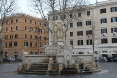 Groot Waterkruikbeeldhouwwerk in een Pkaza in Rome Royalty-vrije Stock Afbeelding