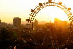Groot wiel bij zonsondergang Stock Foto's