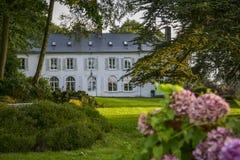 Groot wit landhuis Royalty-vrije Stock Fotografie