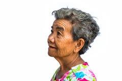Grootmoeder die zich met geïsoleerde witte achtergrond bevinden Royalty-vrije Stock Foto's