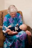 Grootmoeder en Groot - kleinzoon Royalty-vrije Stock Foto's