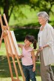 Grootmoeder en haar kleindochter Stock Foto's