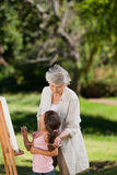 Grootmoeder en haar kleindochter Royalty-vrije Stock Foto's