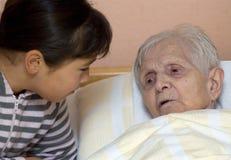 Grootmoeder en kleindochter. Stock Foto