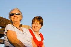 Grootmoeder en kleindochter Stock Fotografie