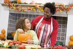 Grootmoeder en kleindochter op Halloween royalty-vrije stock afbeeldingen