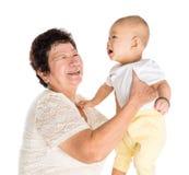 Grootmoeder en kleinkindportret Stock Foto's