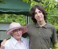 Grootmoeder en kleinzoon Stock Foto