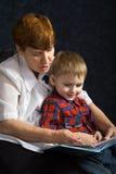 Grootmoeder en kleinzoon Royalty-vrije Stock Afbeeldingen