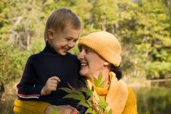 Grootmoeder en kleinzoon Stock Afbeelding