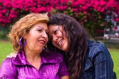 Grootmoeder en volwassen dochter Royalty-vrije Stock Afbeeldingen