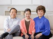 Grootmoeder, grootvader en kleindochter Stock Afbeelding