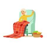 Grootmoeder het naaien zitting als voorzitter Kleurrijke karakter vectorillustratie royalty-vrije illustratie