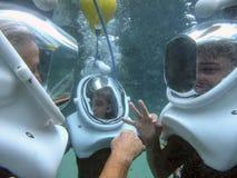 Grootmoeder & Kleinzonen - de Helm duikt Stock Afbeeldingen